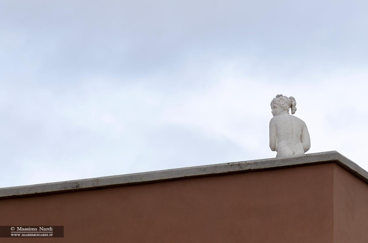 Statua. Villa privata.