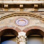 Piatto e bifora. Palazzo Canestrelli.