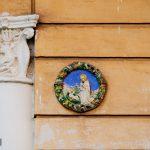 Tridente e Madonna. Villa privata.